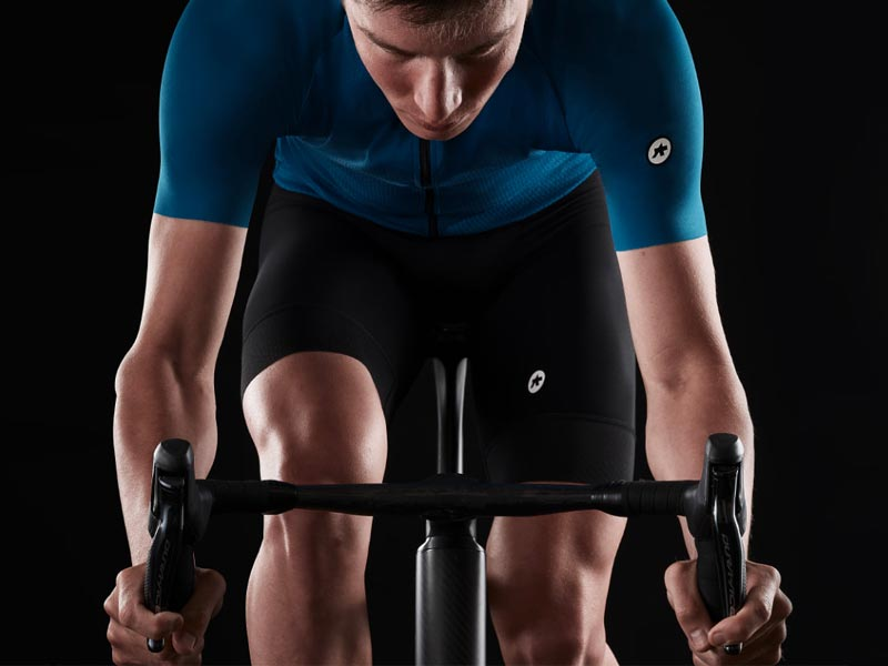 Gambe depilate in sella tra aerodinamica e sicurezza. Moretti Bassano.