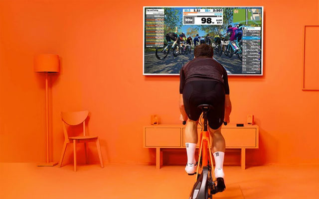 ALLENARSI IN CASA: ZWIFT E TECHNOGYM