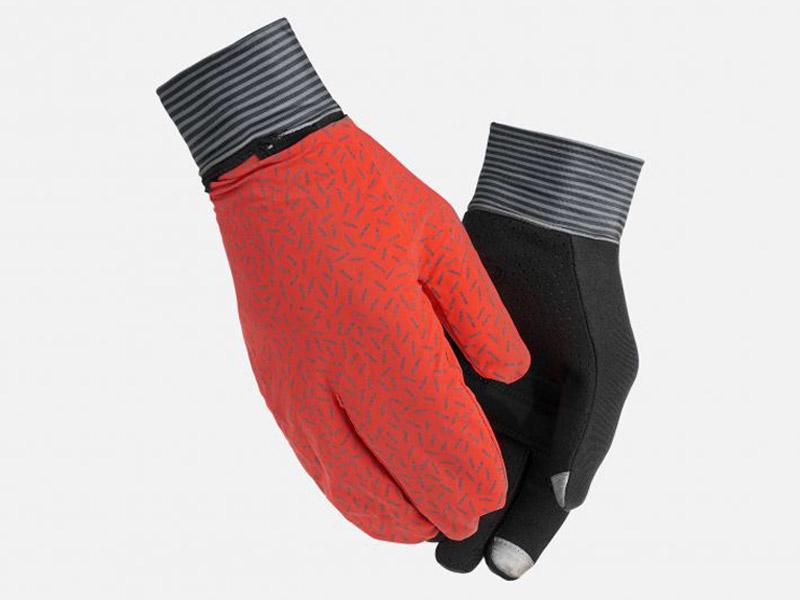Mani calde tutto l'anno. Moretti Bassano.