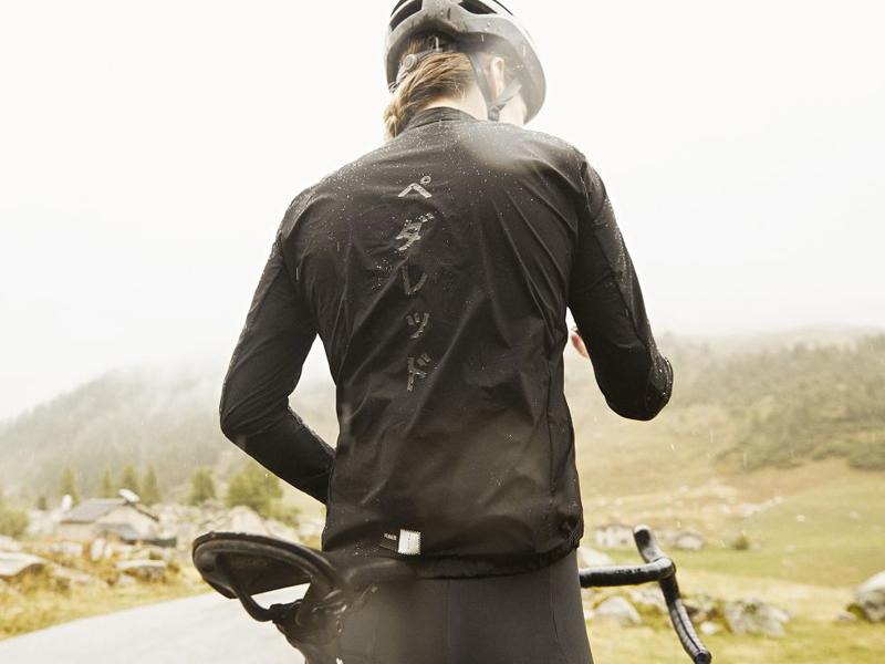 Pioggia e freddo. Buoni consigli per pedalare d'inverno. Moretti Bassano.